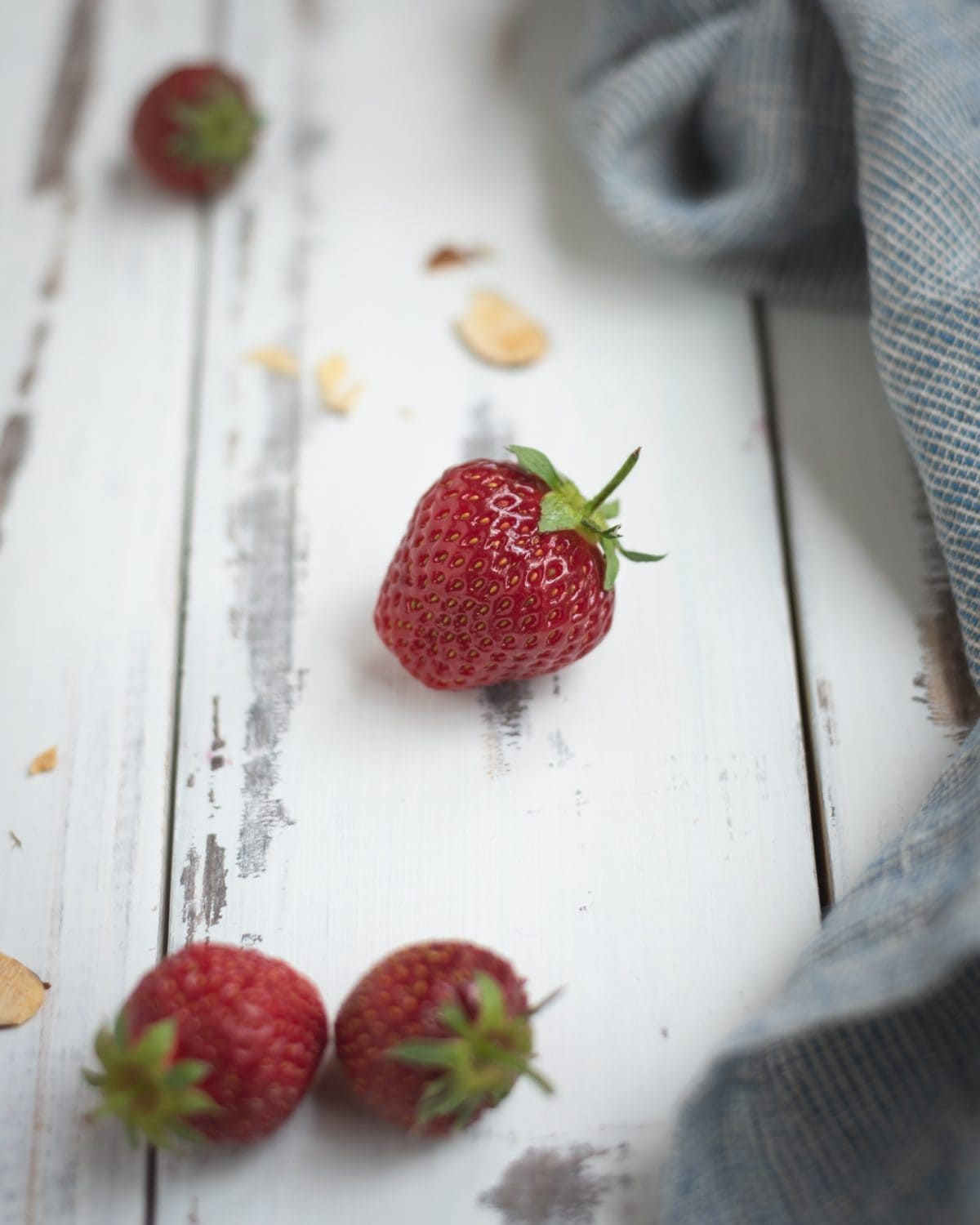 Picture of a strawberry on a white background