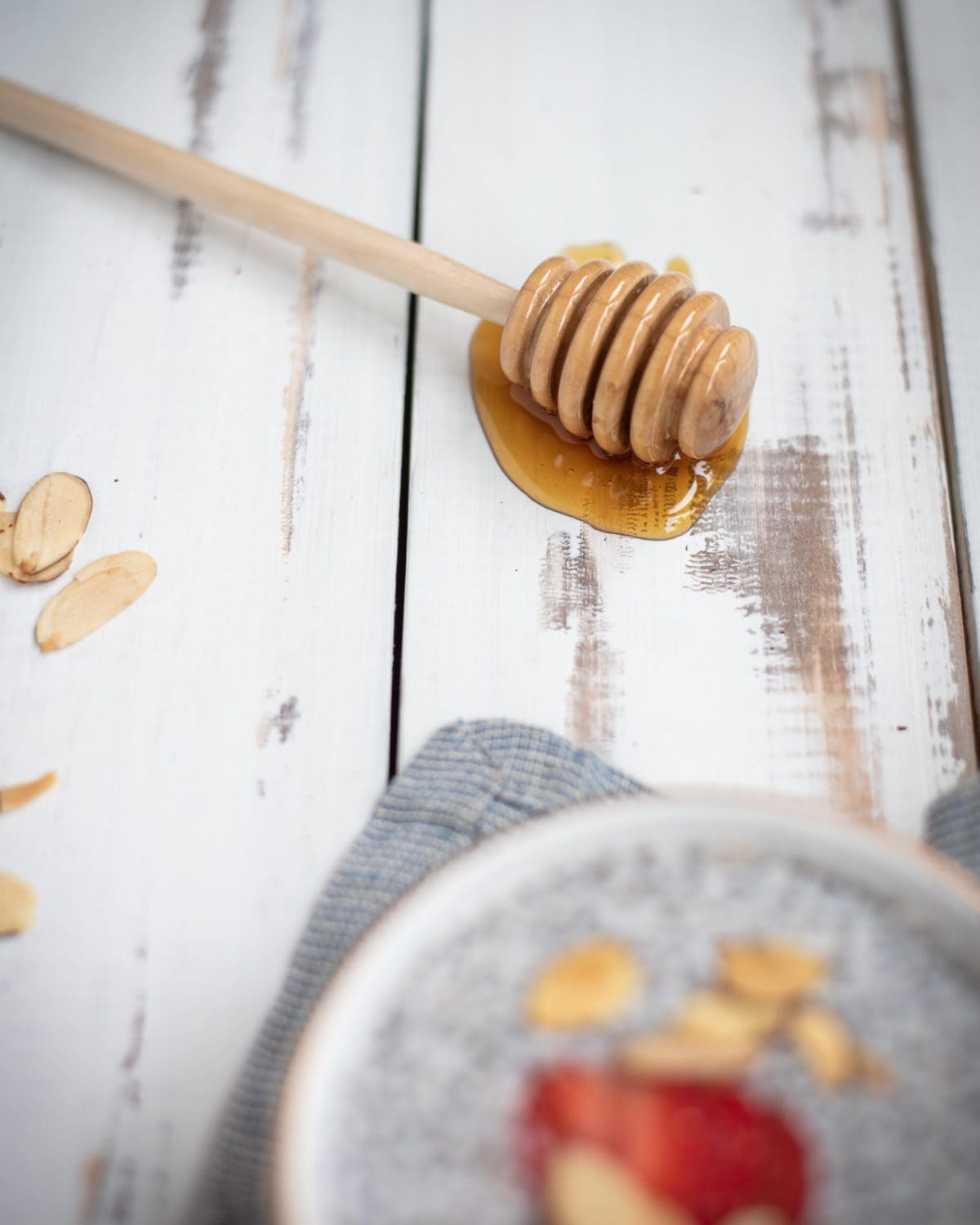 Picture of a honey dipper covered in honey